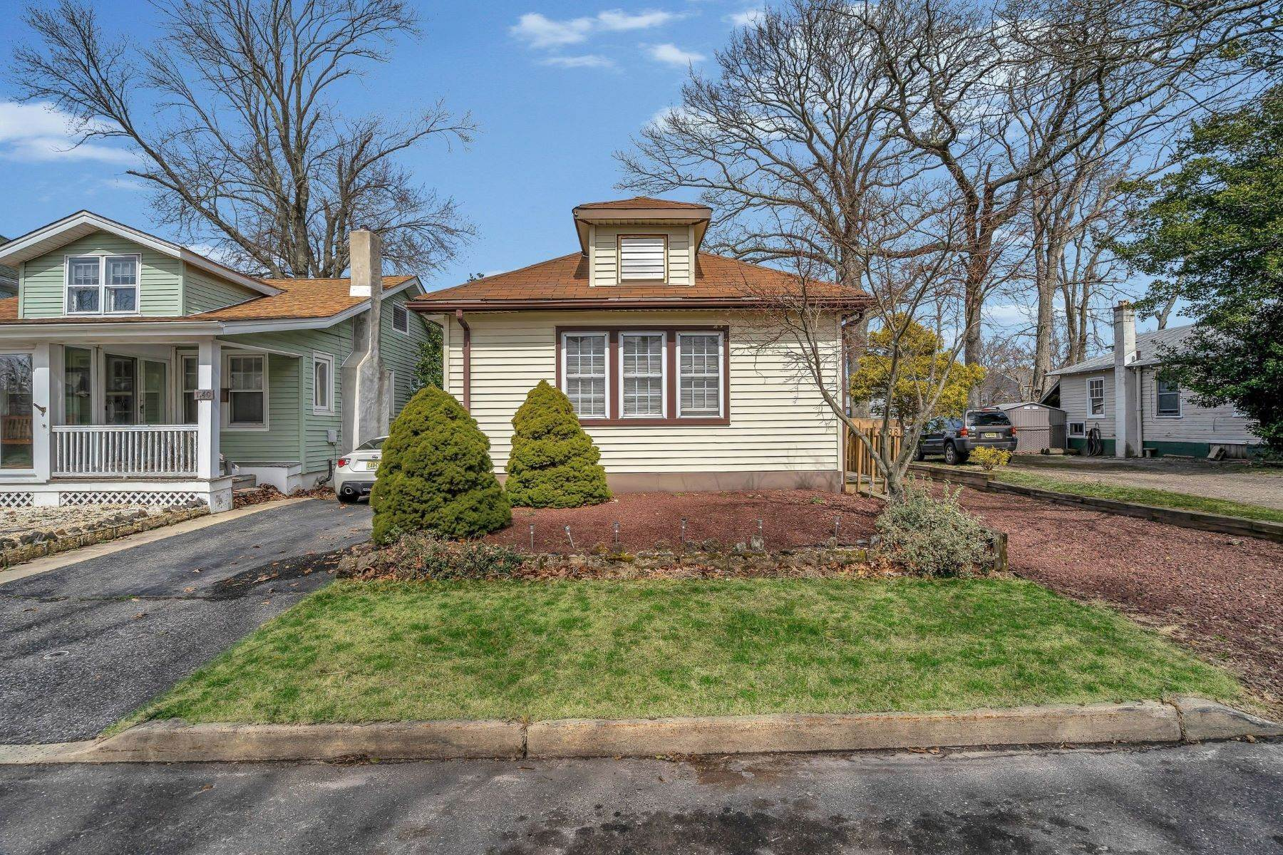 7. Single Family Homes for Sale at Charming Cottage 1138 Curtis Avenue Wall, New Jersey 07719 United States