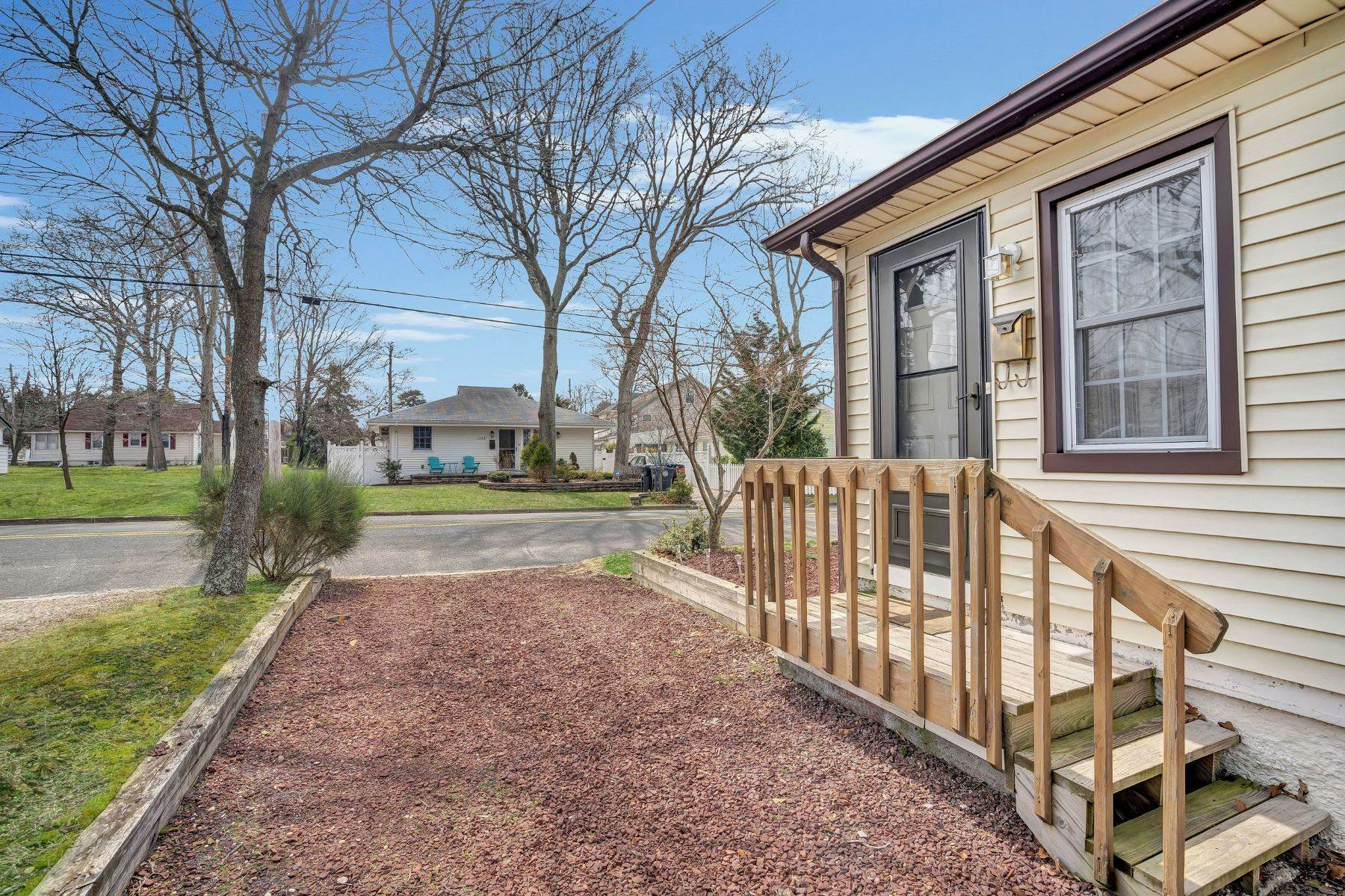 2. Single Family Homes for Sale at Charming Cottage 1138 Curtis Avenue Wall, New Jersey 07719 United States