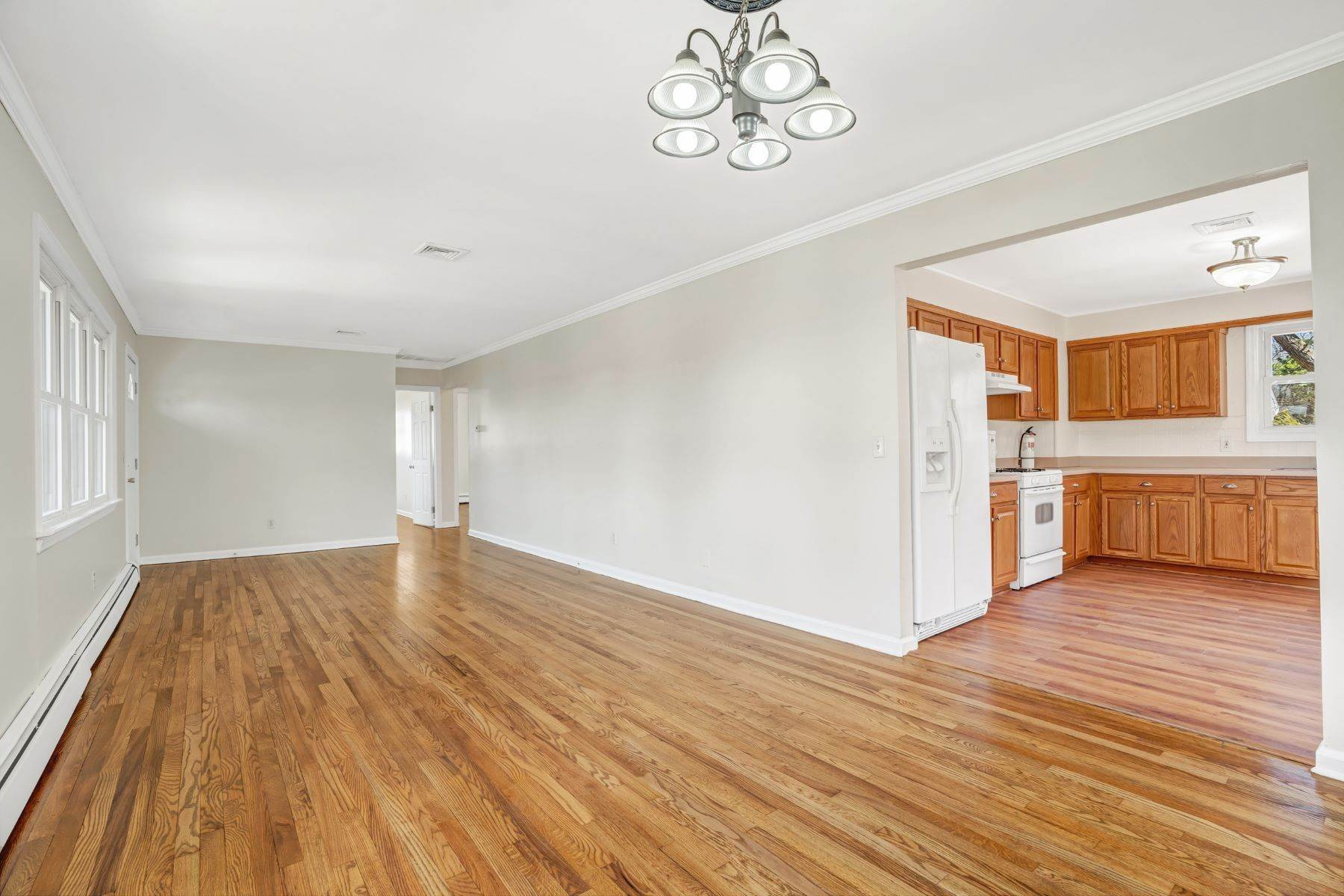 7. Single Family Homes for Sale at Point Pleasant Manor 21 Washington Drive Brick, New Jersey 08724 United States