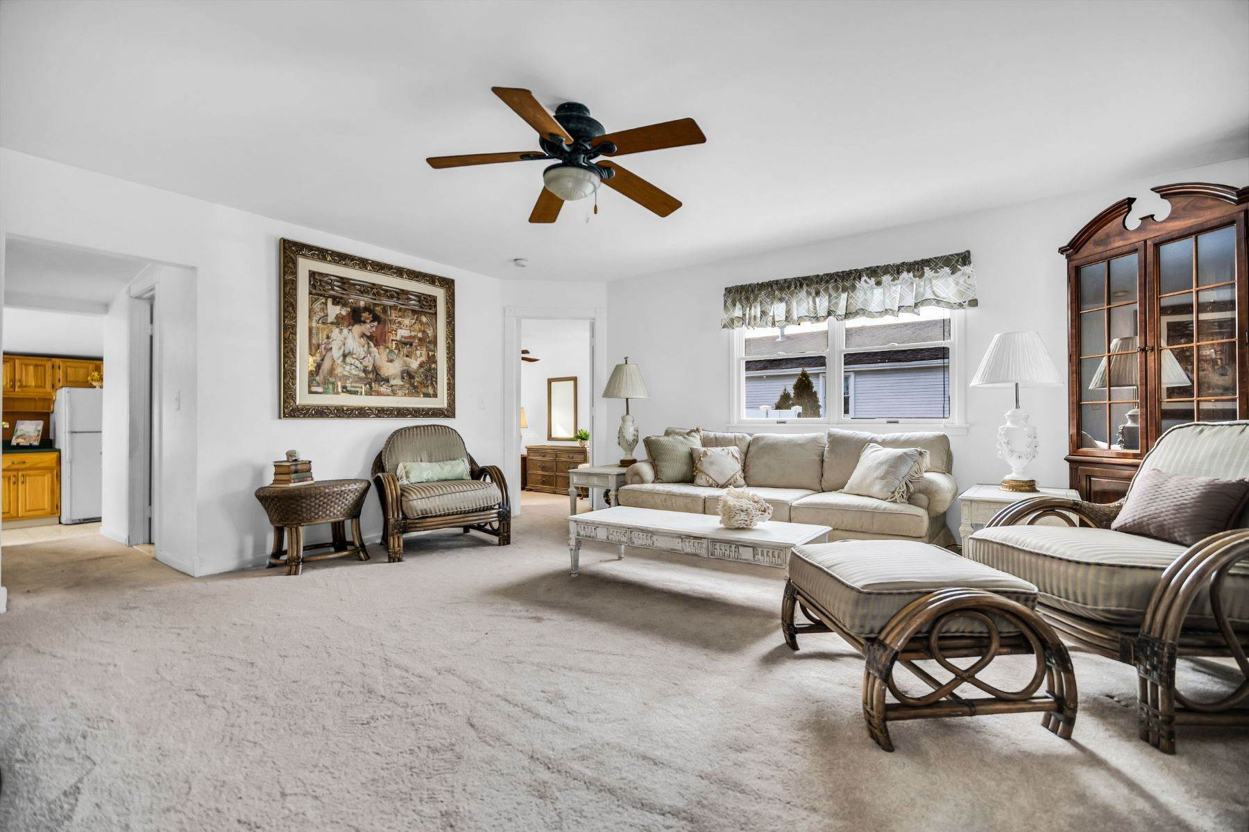 5. Single Family Homes for Sale at Beach Home in Lake Como 635 Redmond Avenue Lake Como, New Jersey 07719 United States