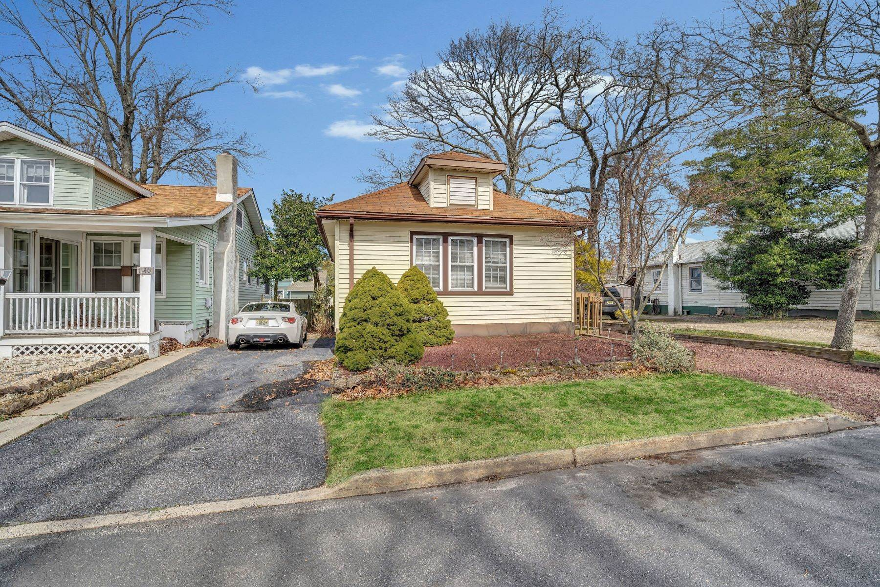 8. Single Family Homes for Sale at Charming Cottage 1138 Curtis Avenue Wall, New Jersey 07719 United States