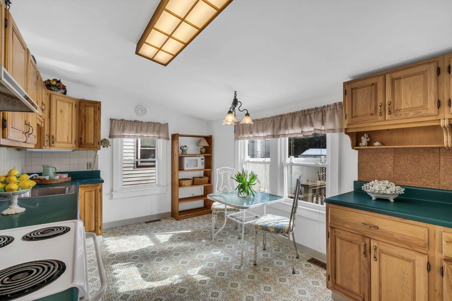 7. Single Family Homes for Sale at Beach Home in Lake Como 635 Redmond Avenue Lake Como, New Jersey 07719 United States
