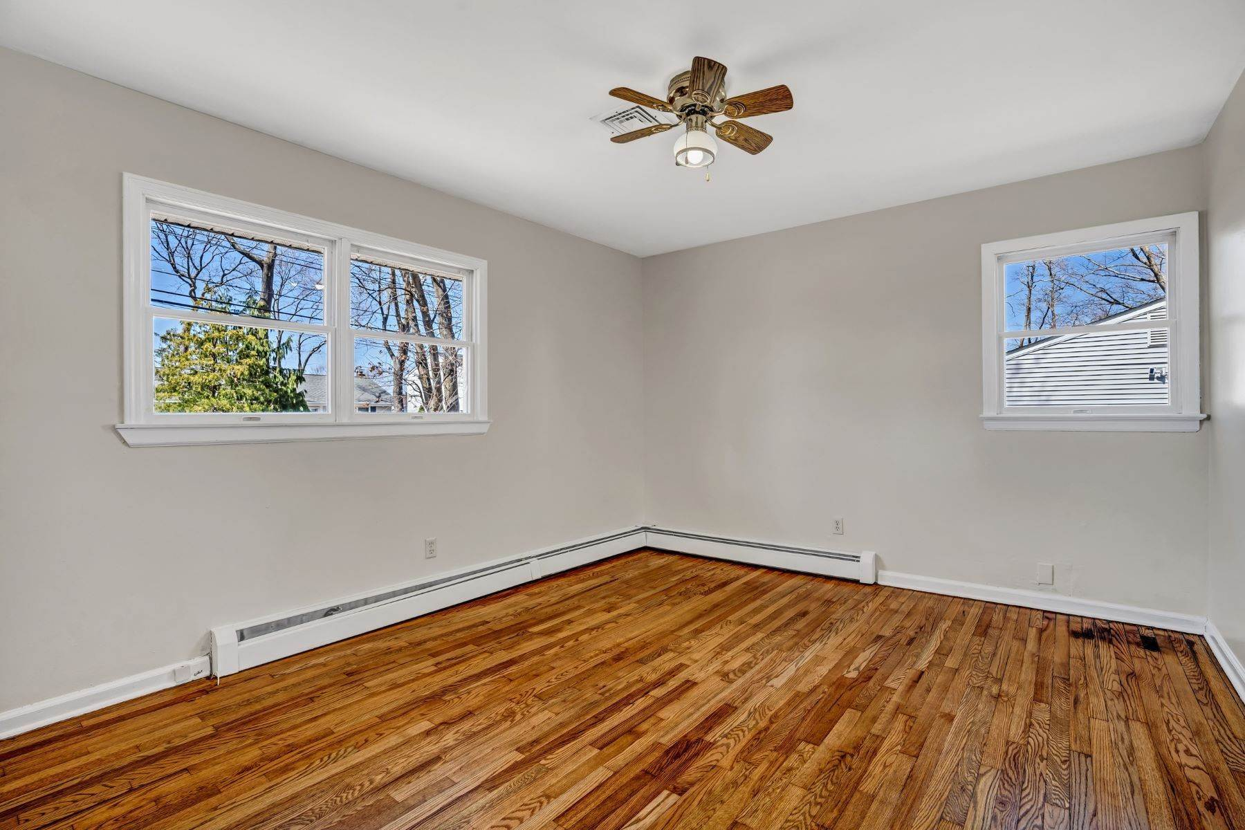 13. Single Family Homes for Sale at Point Pleasant Manor 21 Washington Drive Brick, New Jersey 08724 United States