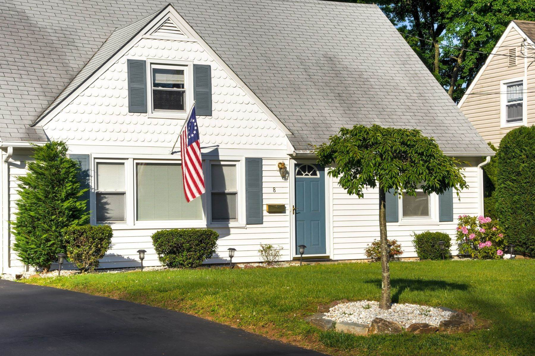 Single Family Homes for Sale at Charming Cape Cod 8 Tuttle Street Green Brook Township, New Jersey 08812 United States
