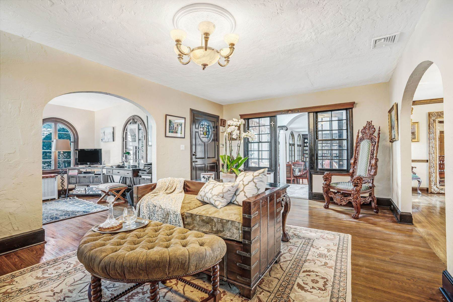 12. Single Family Homes for Sale at Strikingly Beautiful Home 31 Worthington Avenue Spring Lake, New Jersey 07762 United States
