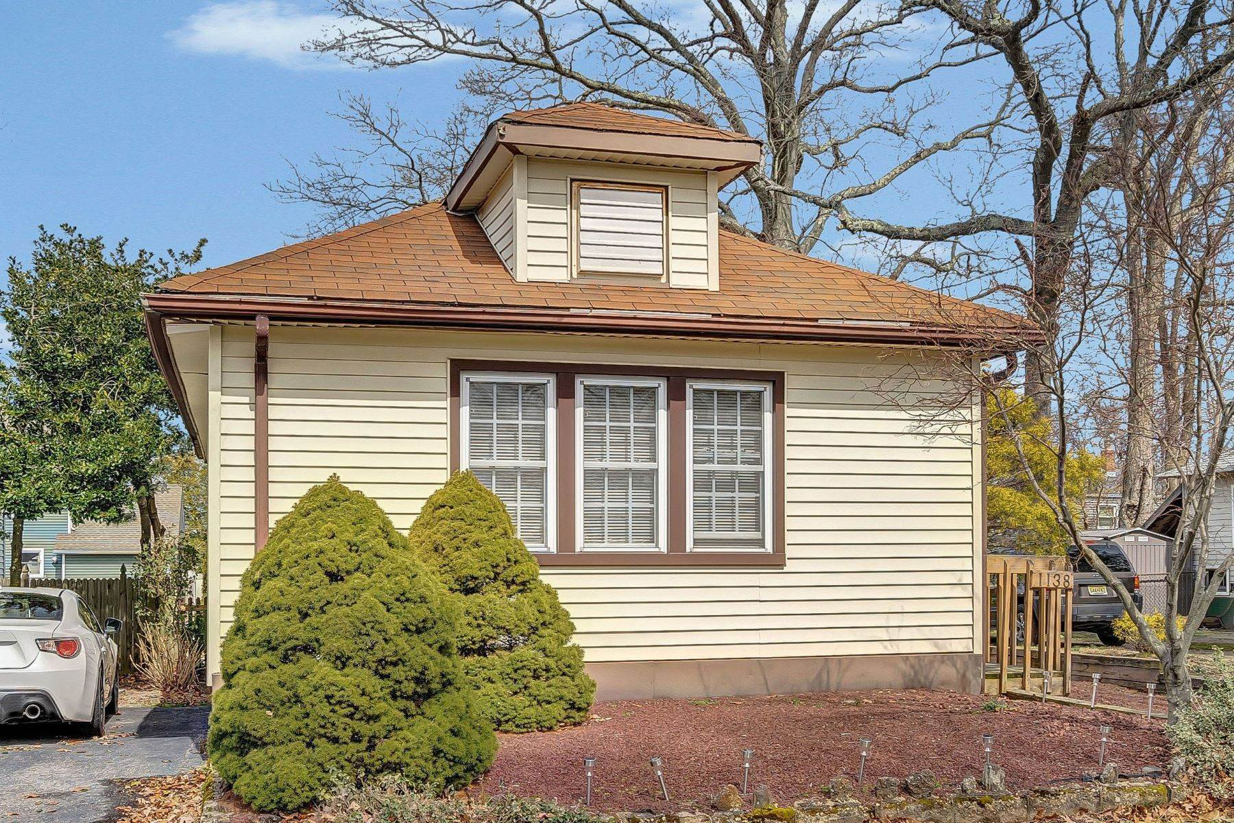 4. Single Family Homes for Sale at Charming Cottage 1138 Curtis Avenue Wall, New Jersey 07719 United States