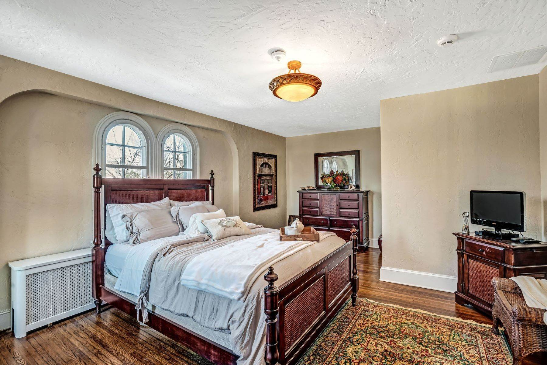 41. Single Family Homes for Sale at Strikingly Beautiful Home 31 Worthington Avenue Spring Lake, New Jersey 07762 United States