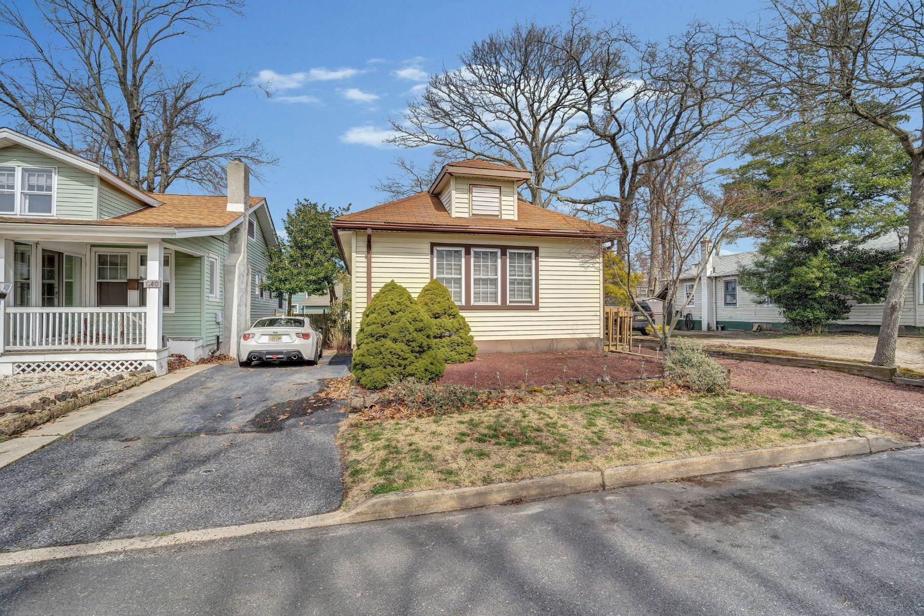 34. Single Family Homes for Sale at Charming Cottage 1138 Curtis Avenue Wall, New Jersey 07719 United States