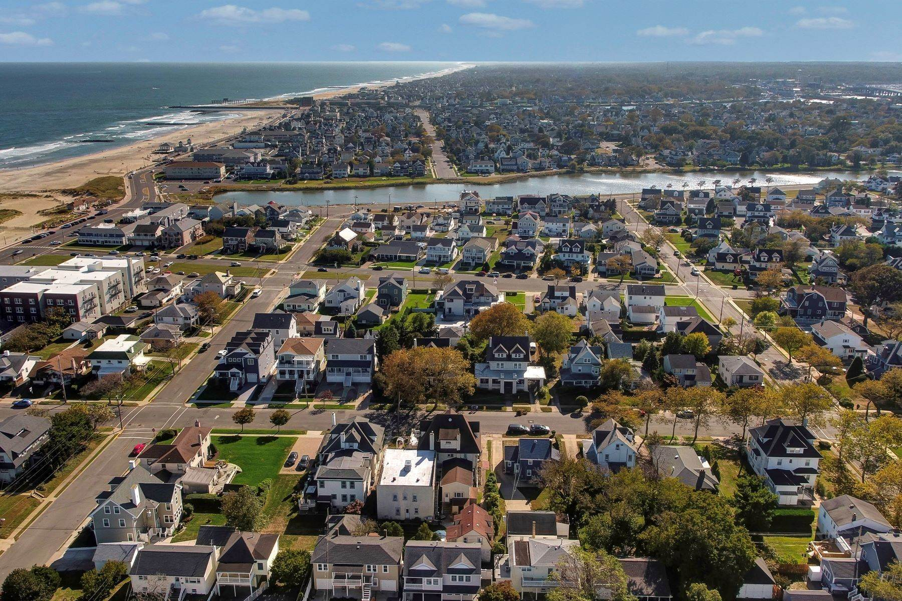 7. Single Family Homes for Sale at Bed and Breakfast in Bradley 204 Third Avenue Bradley Beach, New Jersey 07720 United States