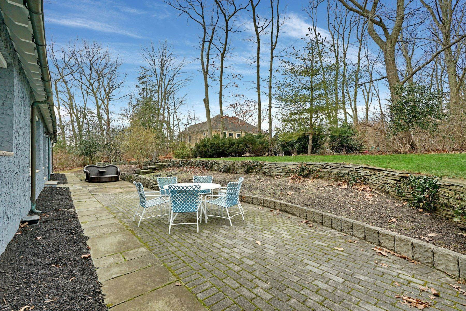 48. Single Family Homes for Sale at Nestled in a Distance 618 Holly Hill Drive Brielle, New Jersey 08730 United States
