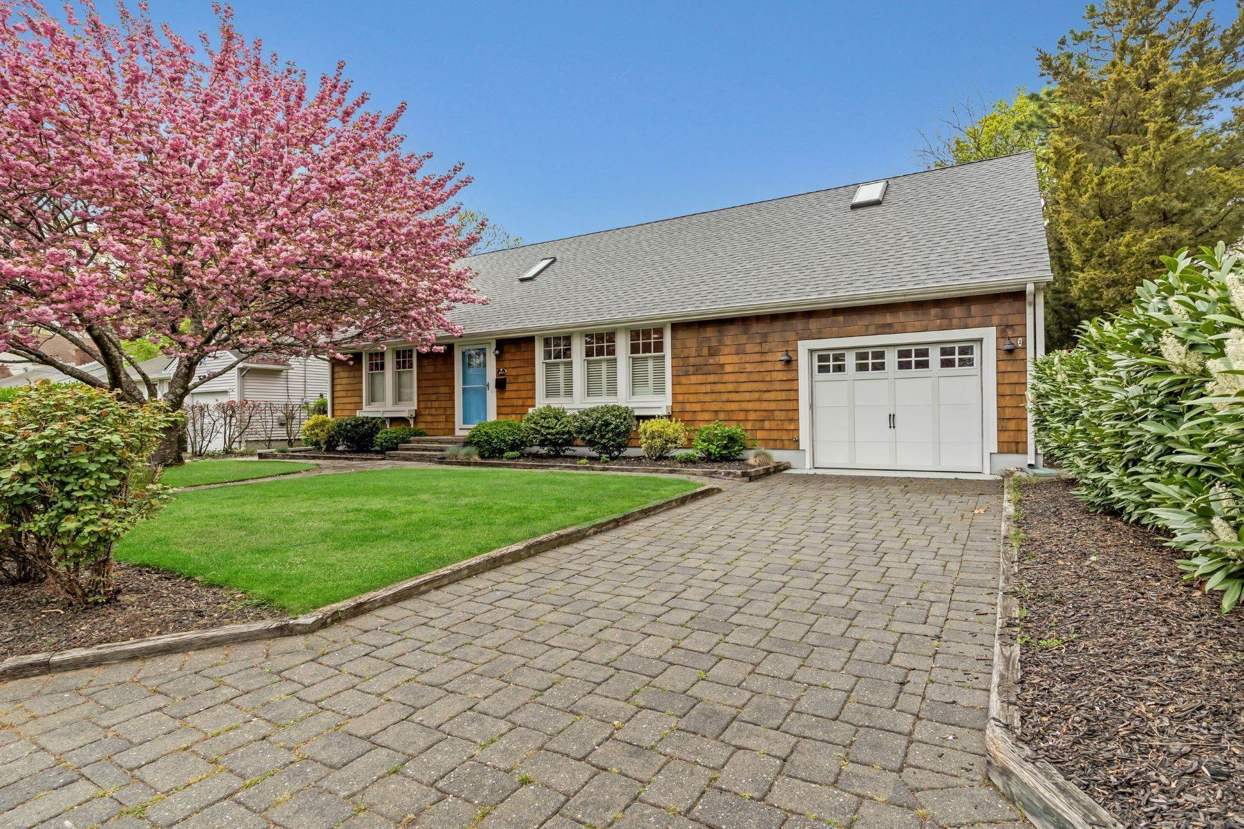 Single Family Homes for Sale at Picture Perfect 1153 Pine Bluff Avenue Point Pleasant, New Jersey 08742 United States
