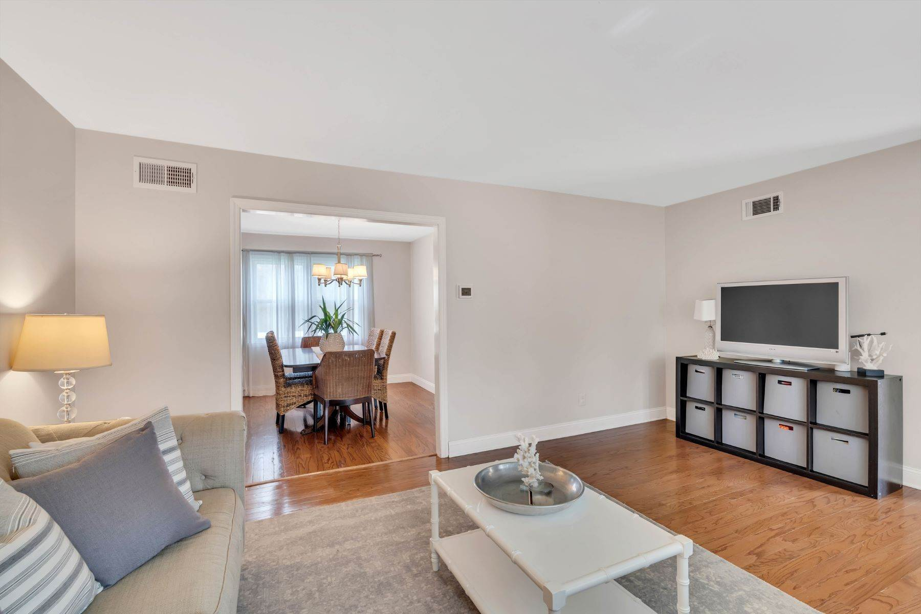 10. Single Family Homes for Sale at Delightful Colonial 41 Pinewood Drive Neptune, New Jersey 07753 United States