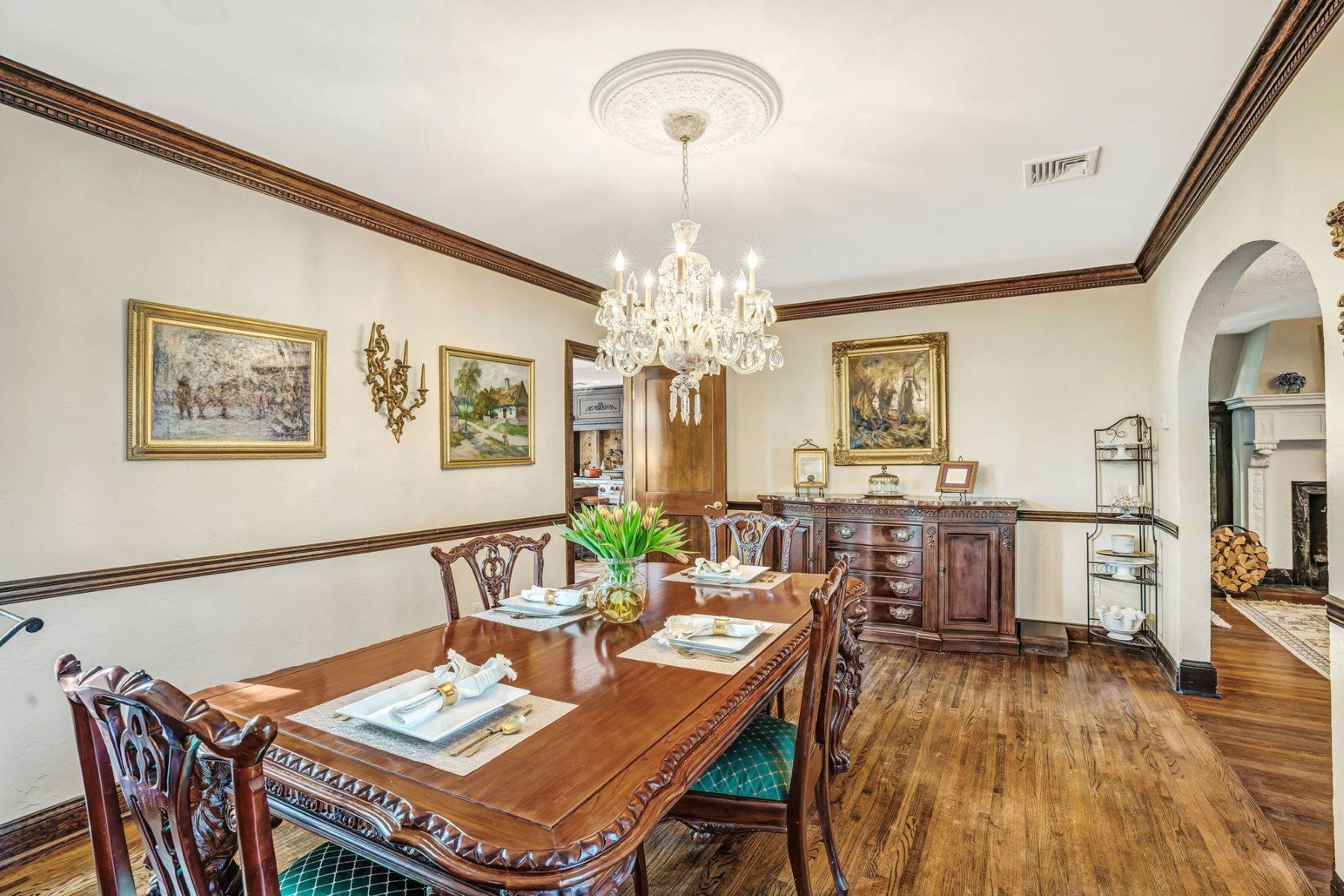 15. Single Family Homes for Sale at Strikingly Beautiful Home 31 Worthington Avenue Spring Lake, New Jersey 07762 United States