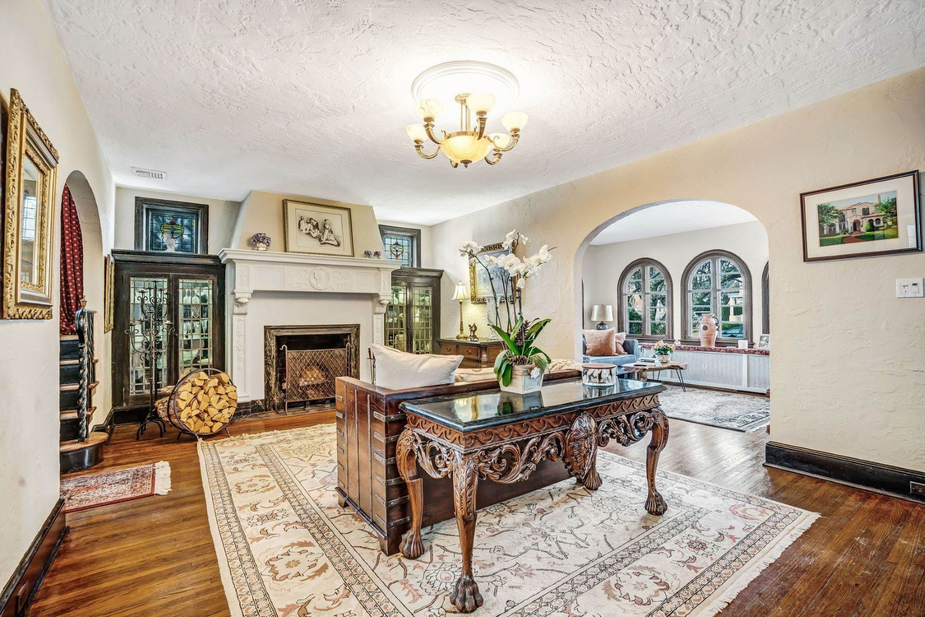 11. Single Family Homes for Sale at Strikingly Beautiful Home 31 Worthington Avenue Spring Lake, New Jersey 07762 United States