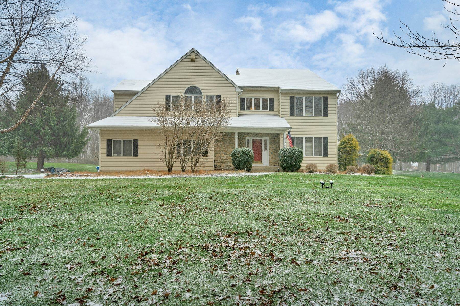 Single Family Homes for Sale at Welcoming Colonial Home 4 Thomas Farm Lane Long Valley, New Jersey 07853 United States