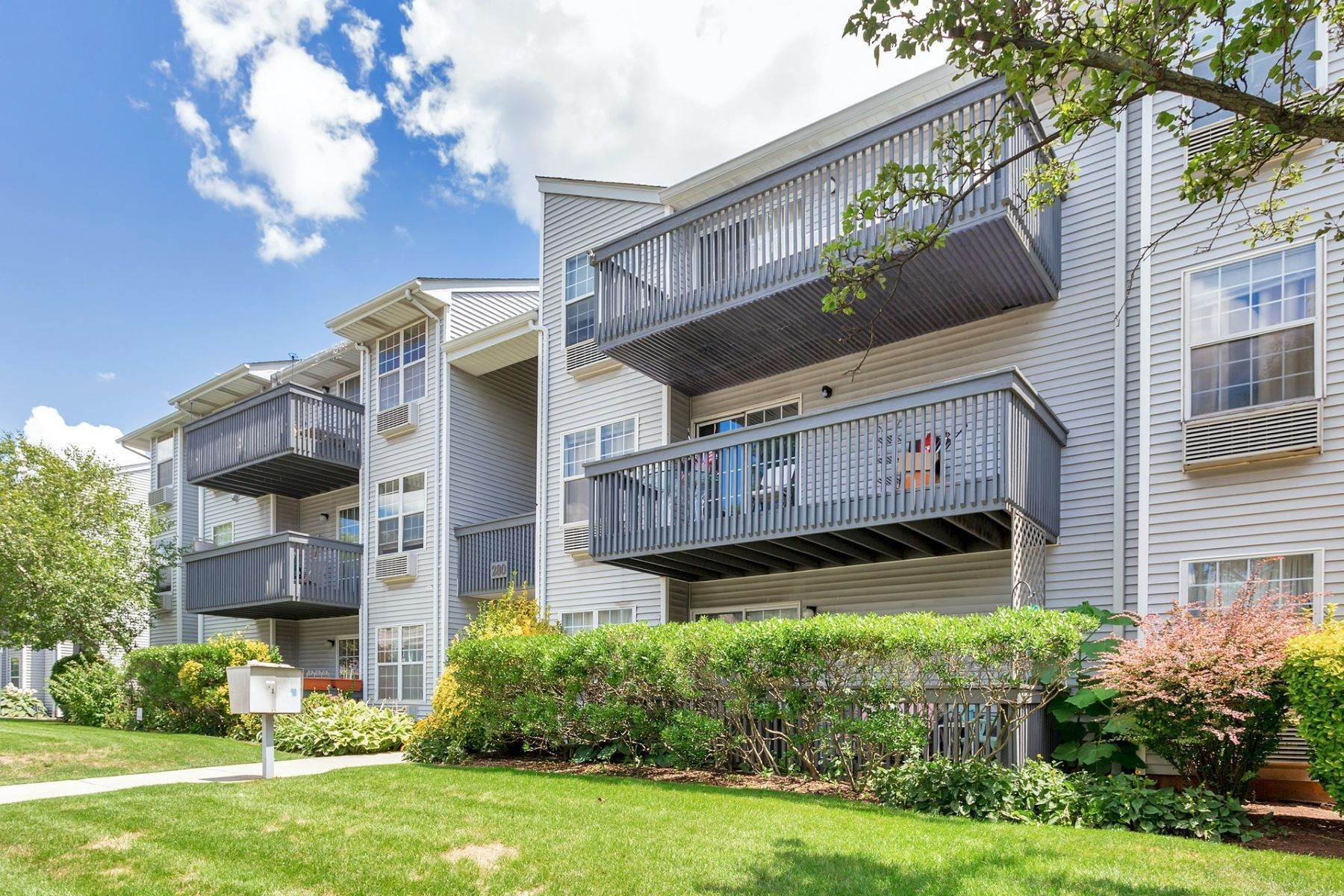 Condominiums for Sale at LOVELY SOUTH POINT COMPLEX IS THE SETTING FOR A UNIQUE UNIT 280 Kipp St. #3B-C Hackensack, New Jersey 07601 United States