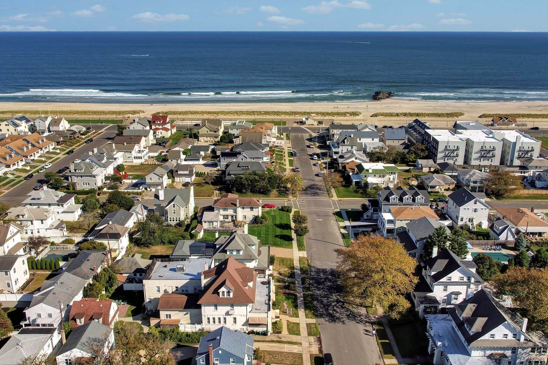 6. Single Family Homes for Sale at Bed and Breakfast in Bradley 204 Third Avenue Bradley Beach, New Jersey 07720 United States