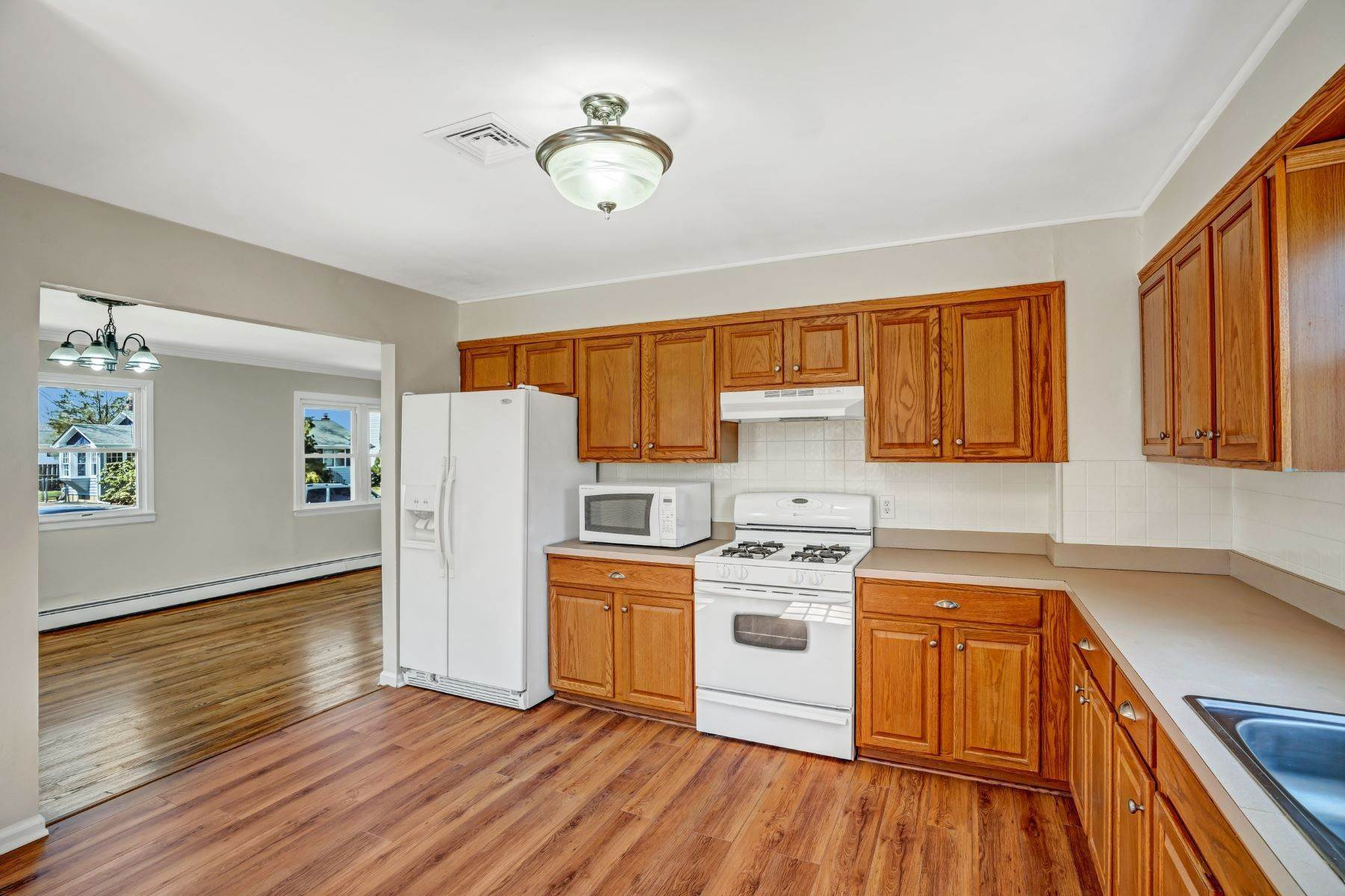 8. Single Family Homes for Sale at Point Pleasant Manor 21 Washington Drive Brick, New Jersey 08724 United States