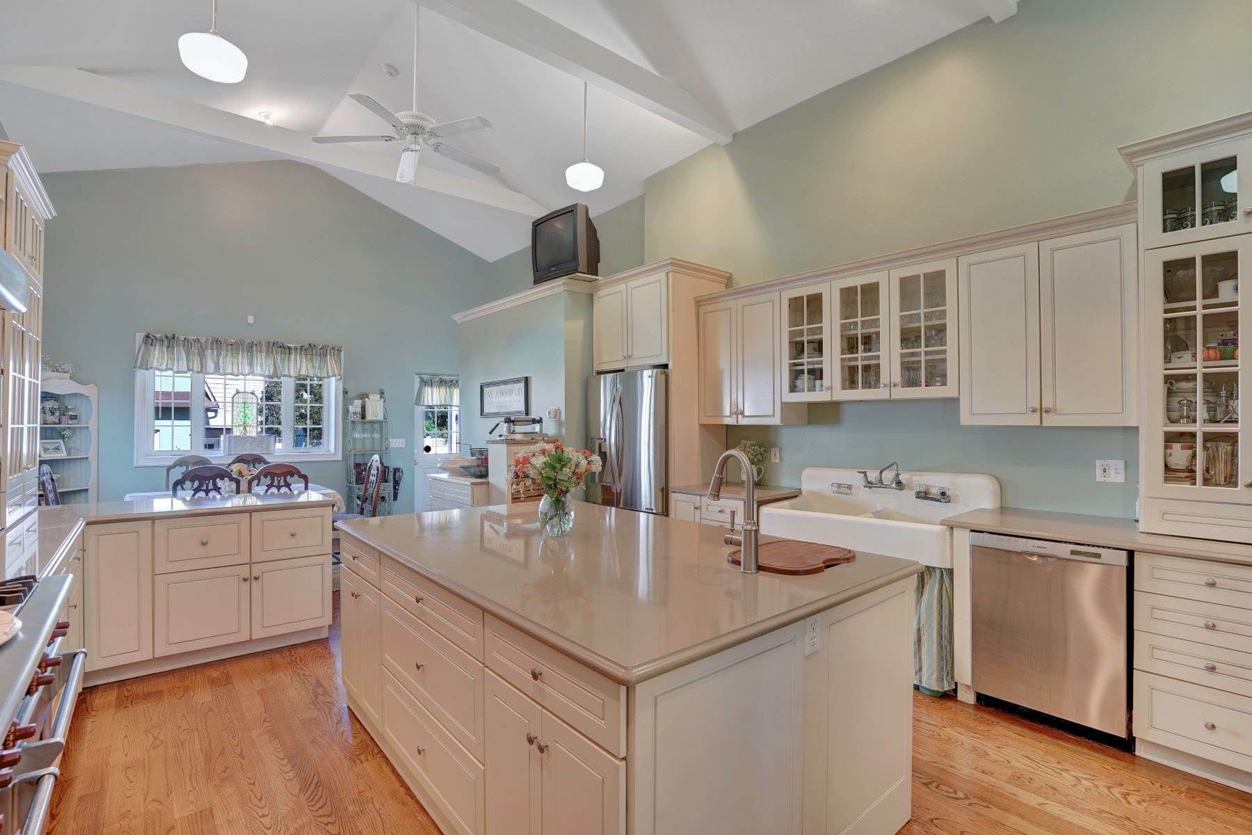 20. Single Family Homes for Sale at Bed and Breakfast in Bradley 204 Third Avenue Bradley Beach, New Jersey 07720 United States