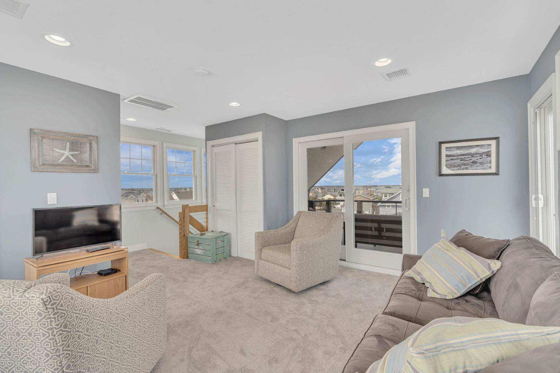 24. Single Family Homes for Sale at Truly Spectacular Oceanfront Home Is Exquisitely Designed 100 Lyndhurst Drive Mantoloking, New Jersey 08738 United States