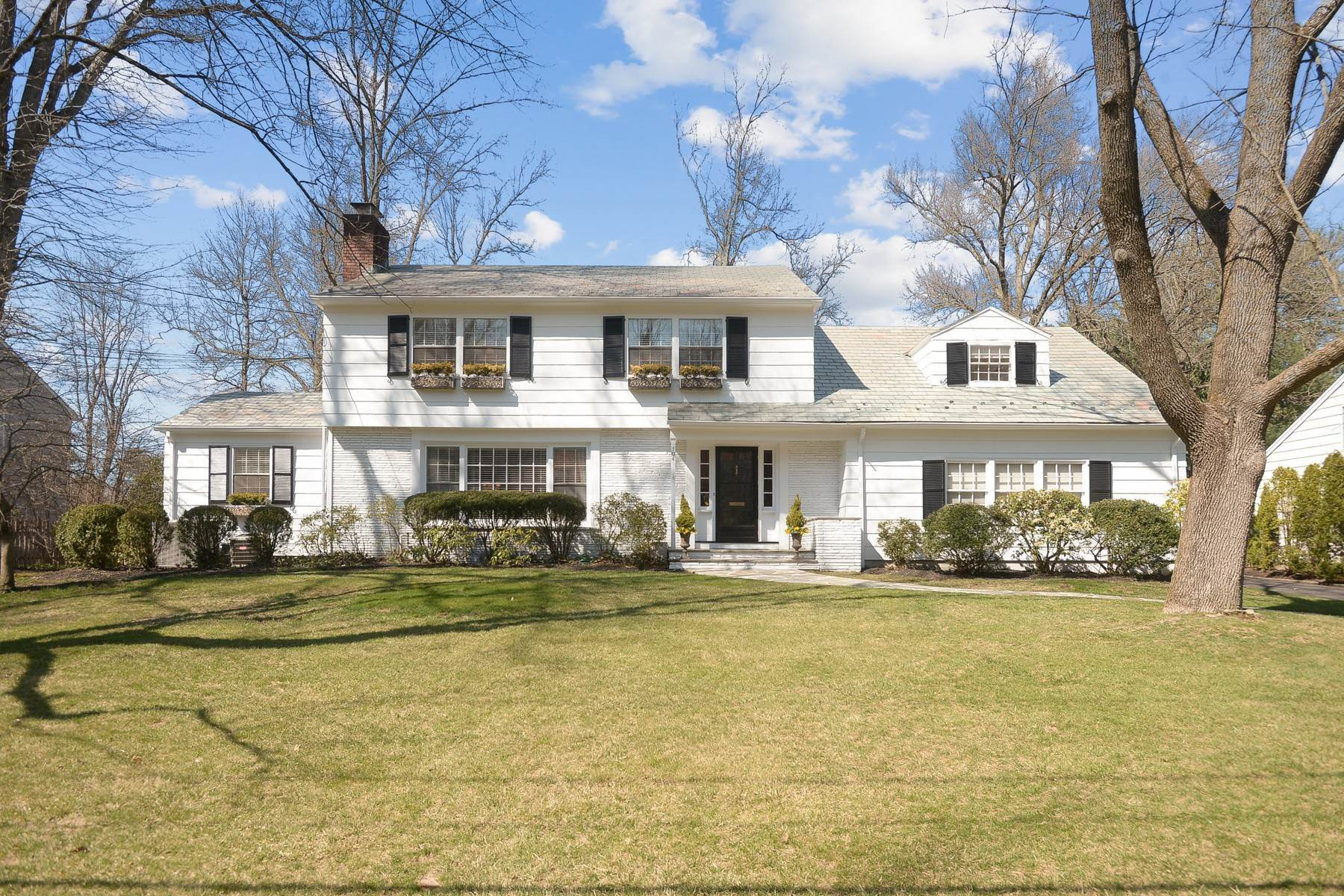 Single Family Homes for Sale at Beautifully Renovated Colonial 104 Portland Road Summit, New Jersey 07901 United States
