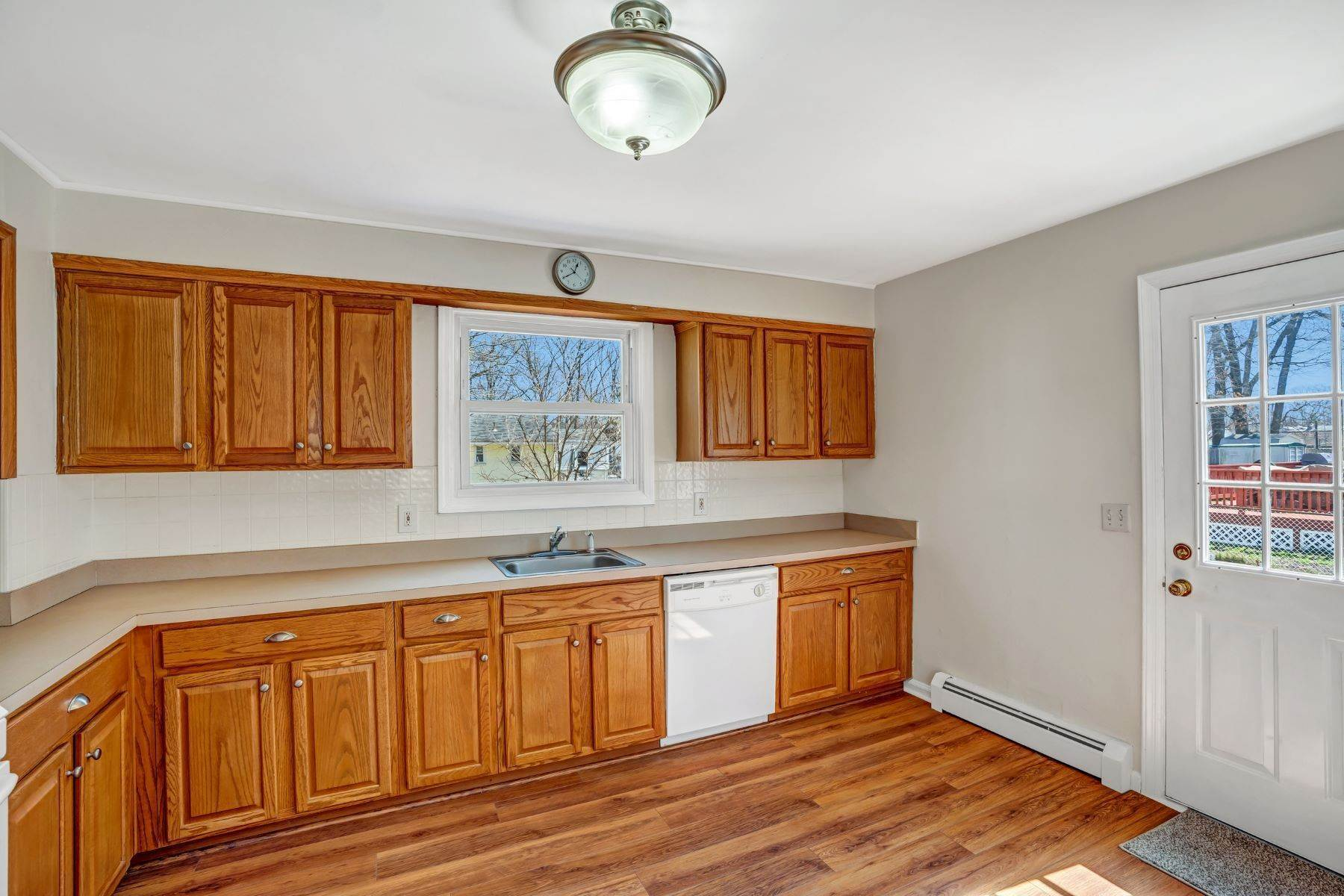 10. Single Family Homes for Sale at Point Pleasant Manor 21 Washington Drive Brick, New Jersey 08724 United States
