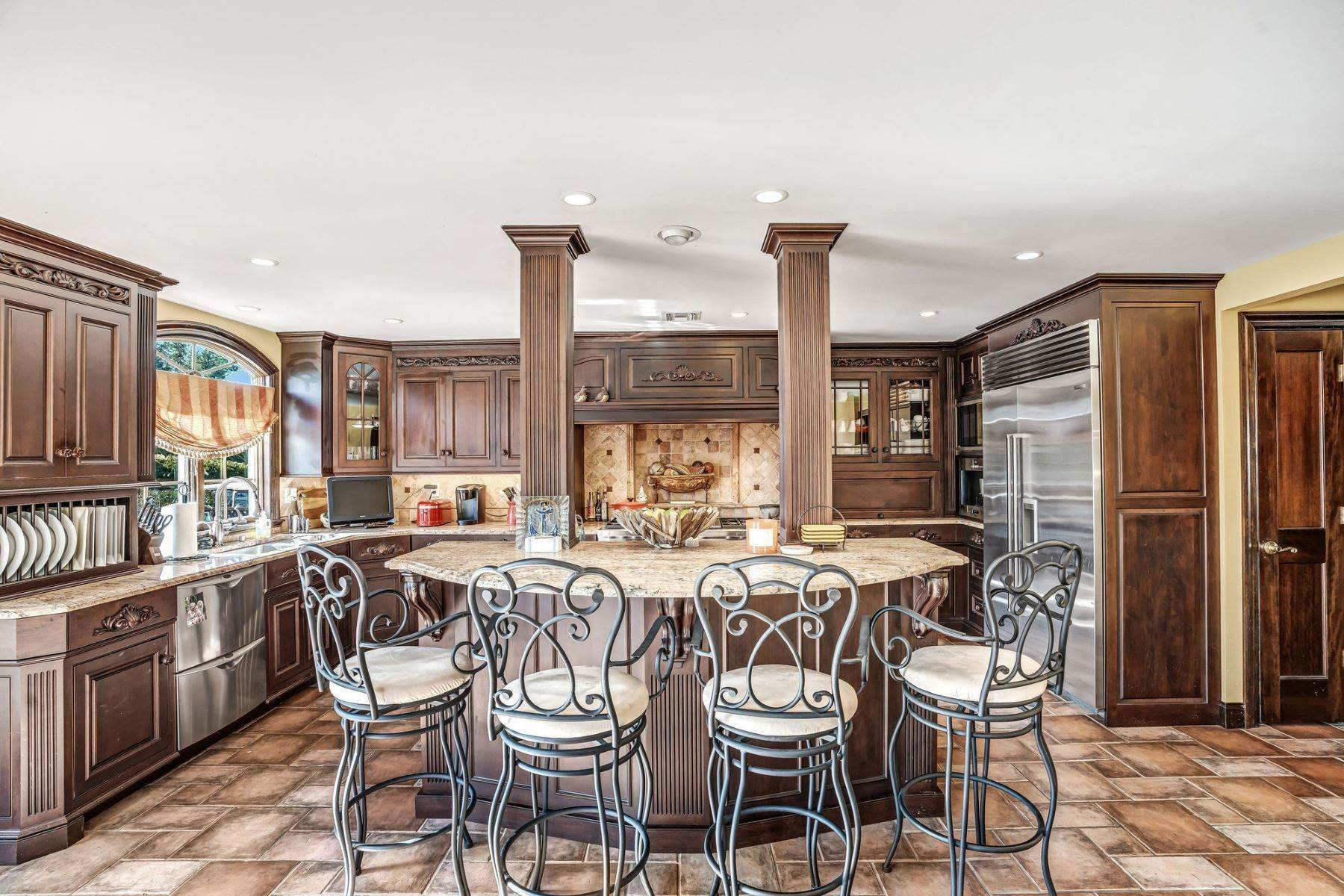 29. Single Family Homes for Sale at Strikingly Beautiful Home 31 Worthington Avenue Spring Lake, New Jersey 07762 United States