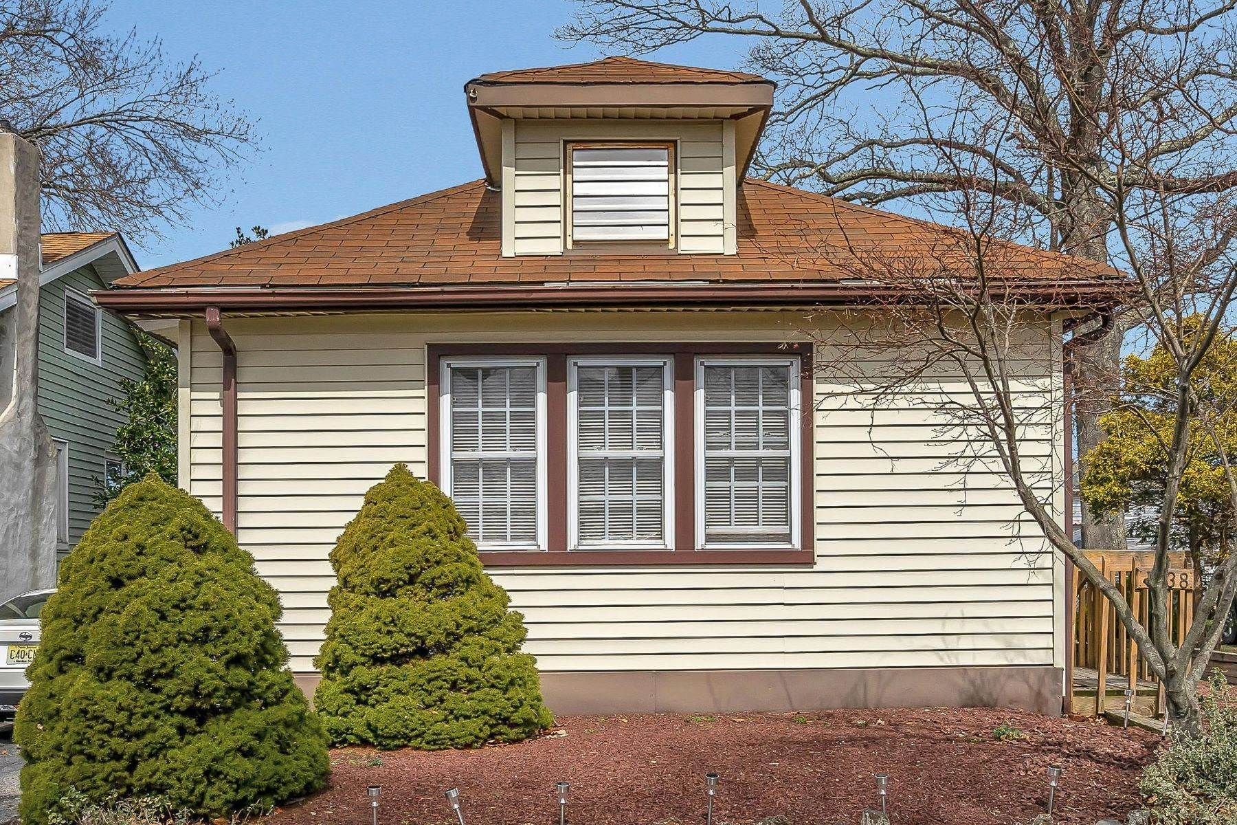 5. Single Family Homes for Sale at Charming Cottage 1138 Curtis Avenue Wall, New Jersey 07719 United States