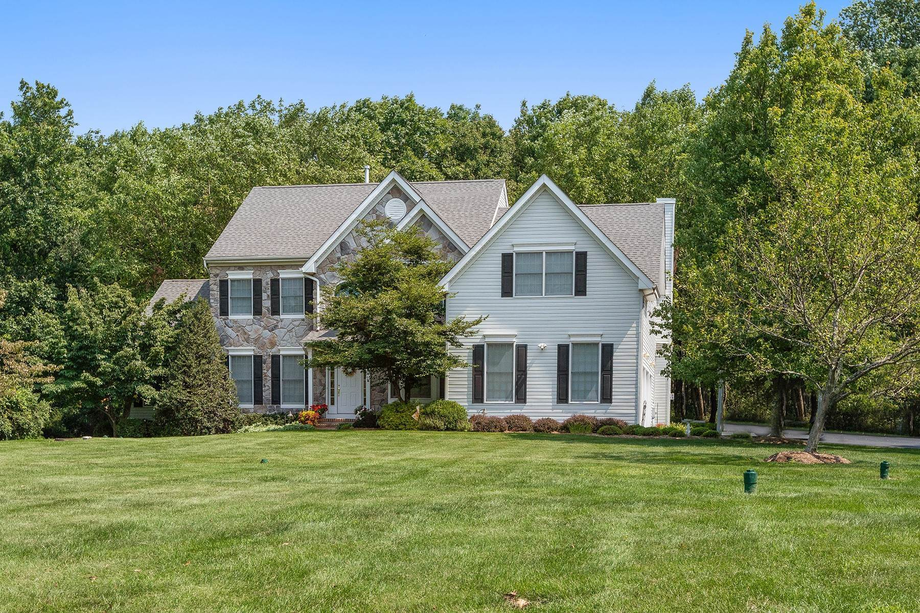 Single Family Homes for Sale at Meticulous Grandview Estates Home 11 Harvest Lane Long Valley, New Jersey 07853 United States