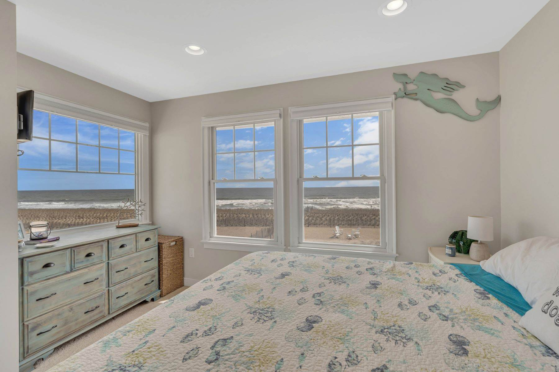 16. Single Family Homes for Sale at Truly Spectacular Oceanfront Home Is Exquisitely Designed 100 Lyndhurst Drive Mantoloking, New Jersey 08738 United States