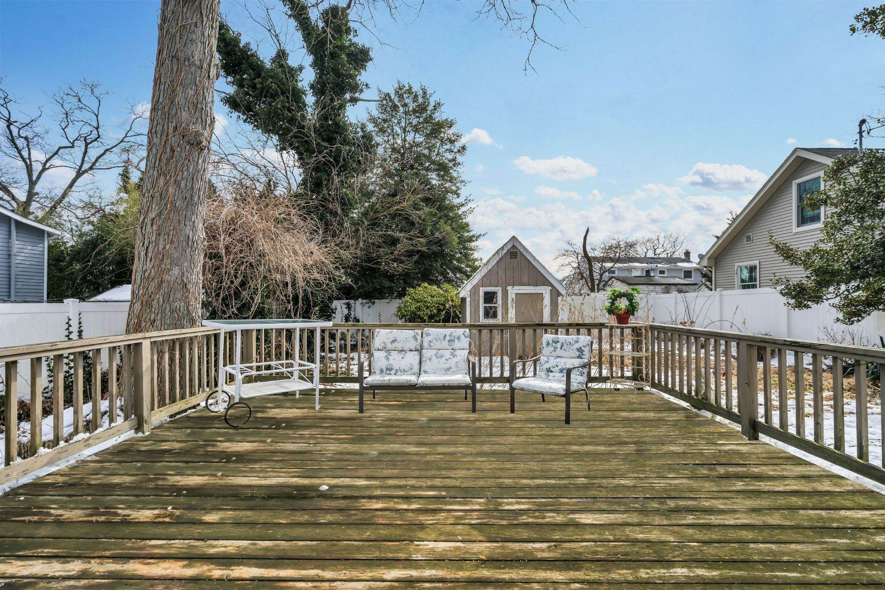 17. Single Family Homes for Sale at Beach Home in Lake Como 635 Redmond Avenue Lake Como, New Jersey 07719 United States
