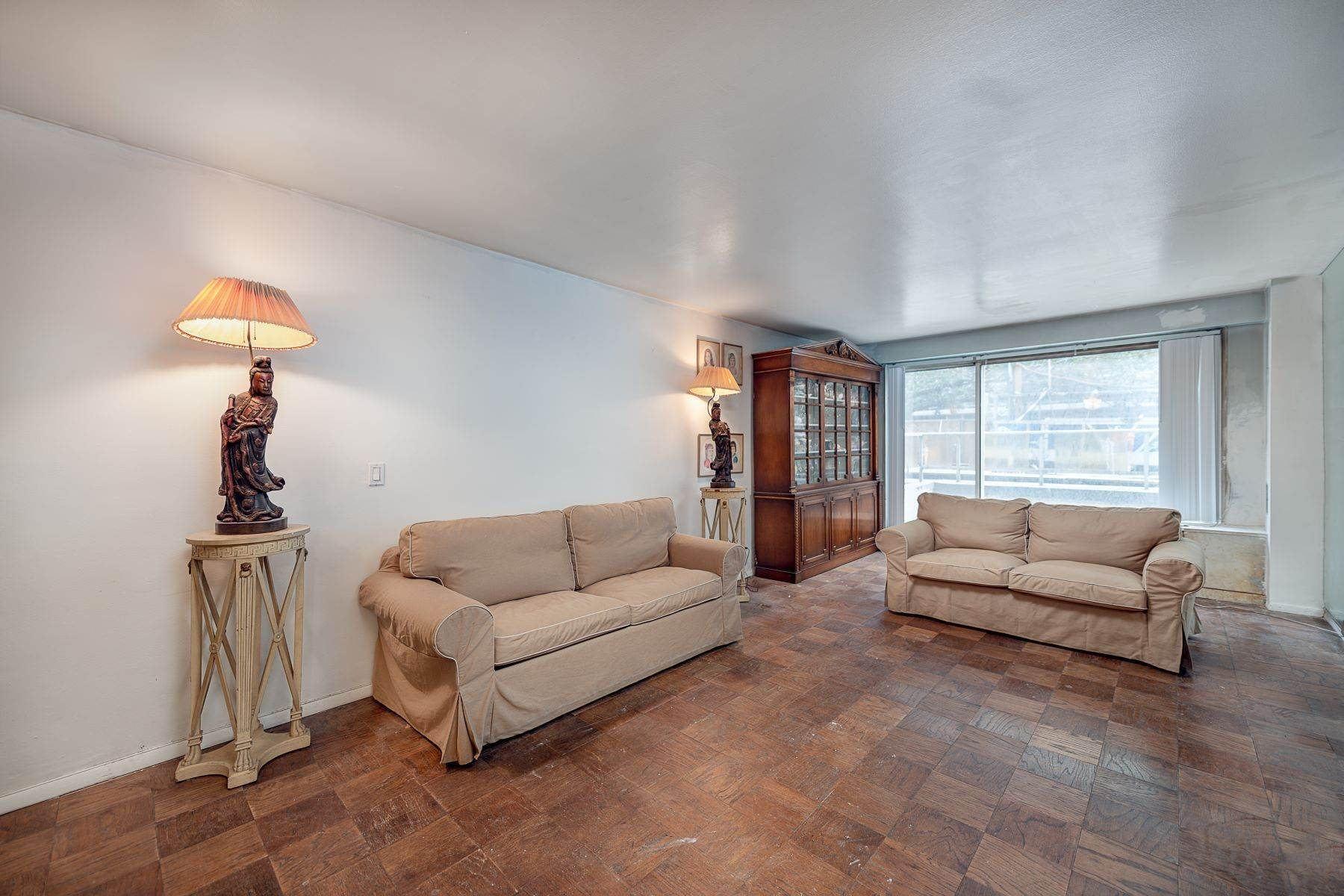 Co-op Properties for Sale at 370 East 76th Street, Apt B204 New York, New York 10021 United States